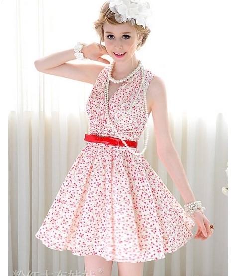 樱花粉色连衣裙搭配