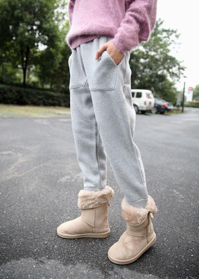 雪地靴配运动裤子搭配图片
