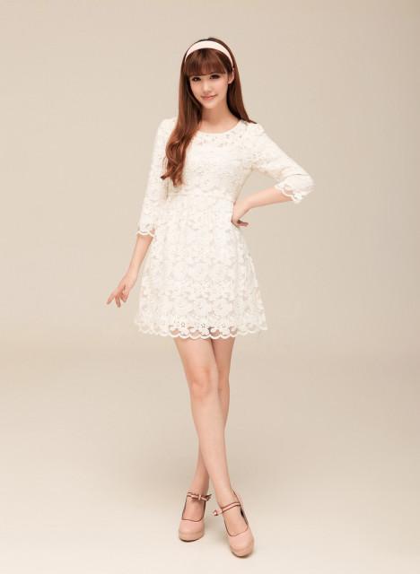 白色连衣裙打底裙春秋搭配