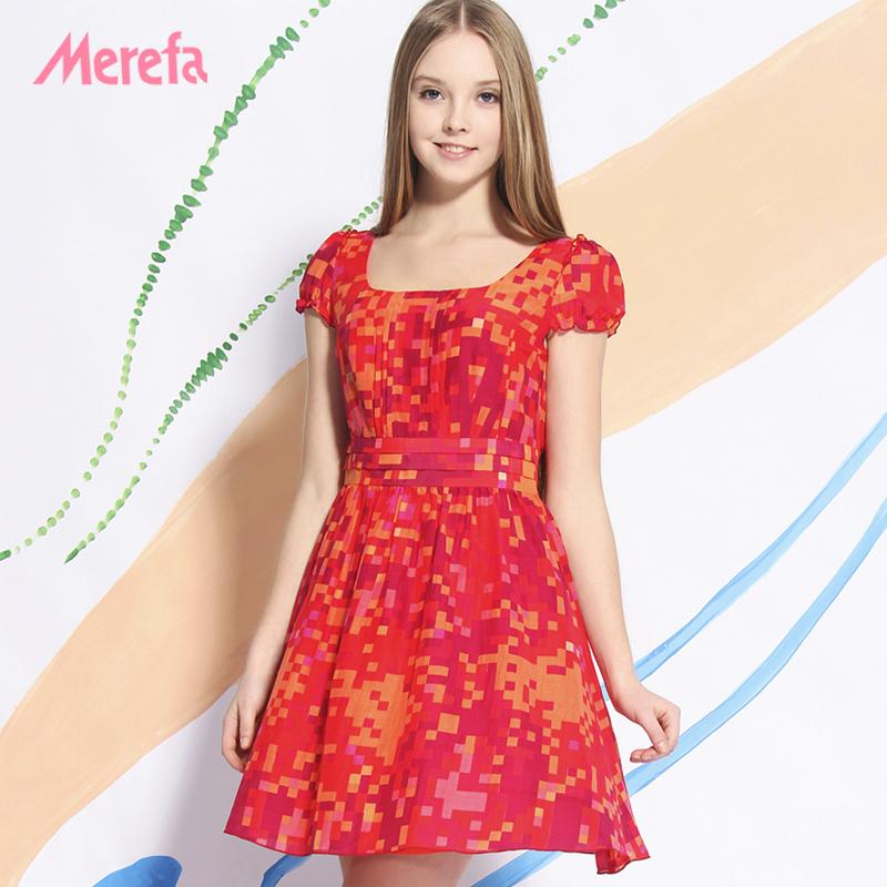 大红色印花连衣裙