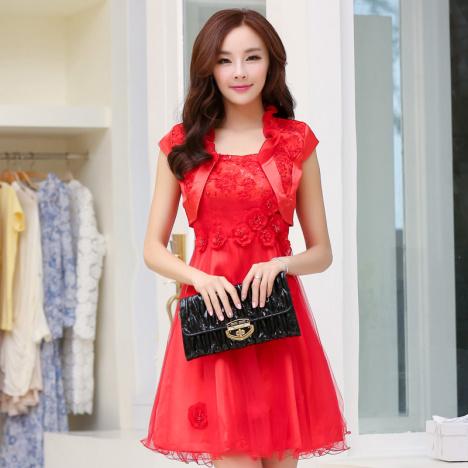 蓬蓬无袖红色连衣裙搭配图片