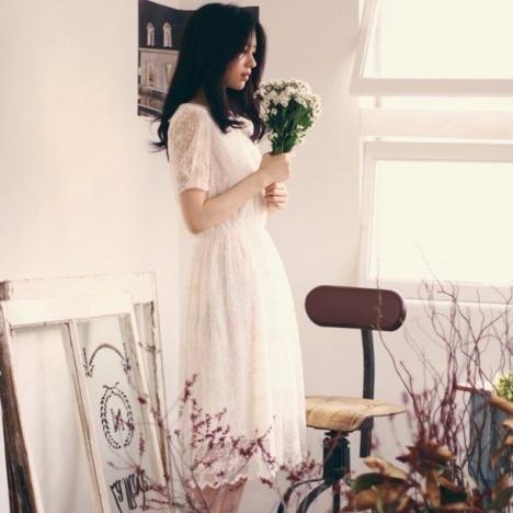 白色蕾丝花边长裙搭配