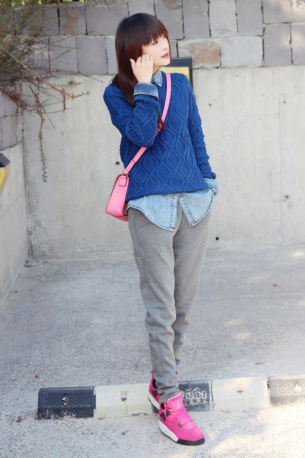 毛衣运动裤搭配