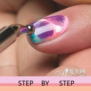 让指甲油之间有连接和晕染的花纹