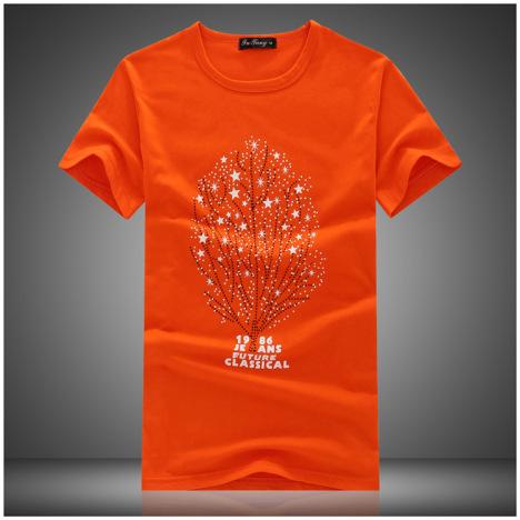 男生橙色衣服搭配图片