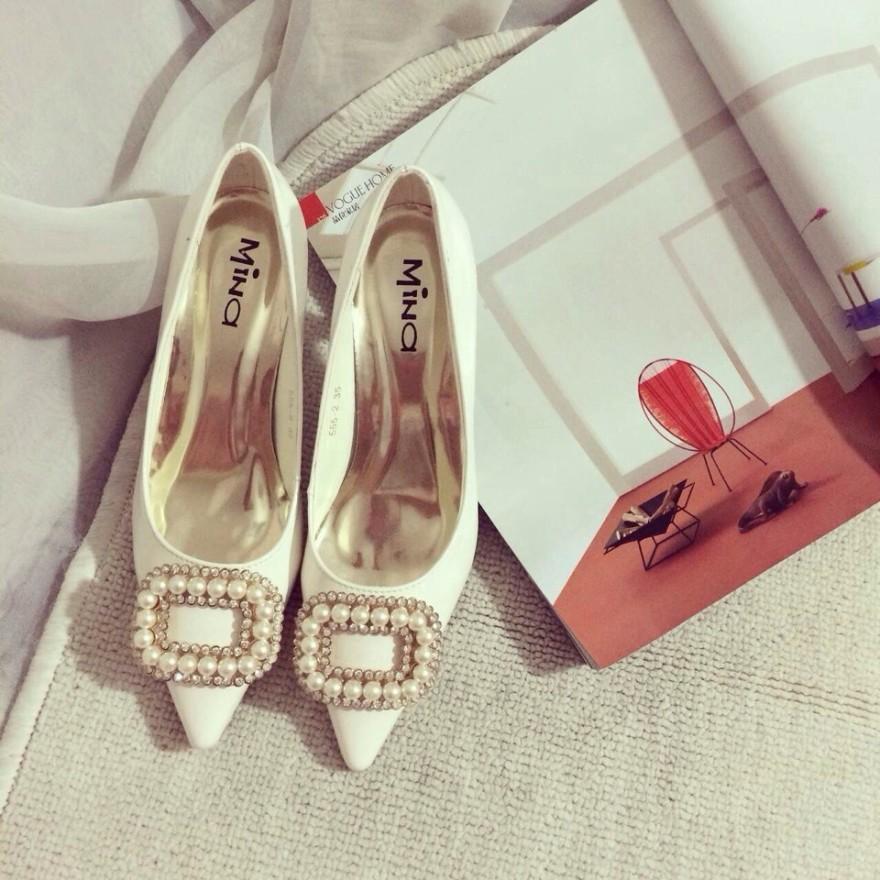 新款小香风珍珠方扣单鞋整体款式图片