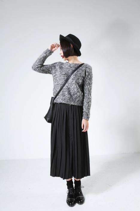 长款灰色百褶裙搭配图片