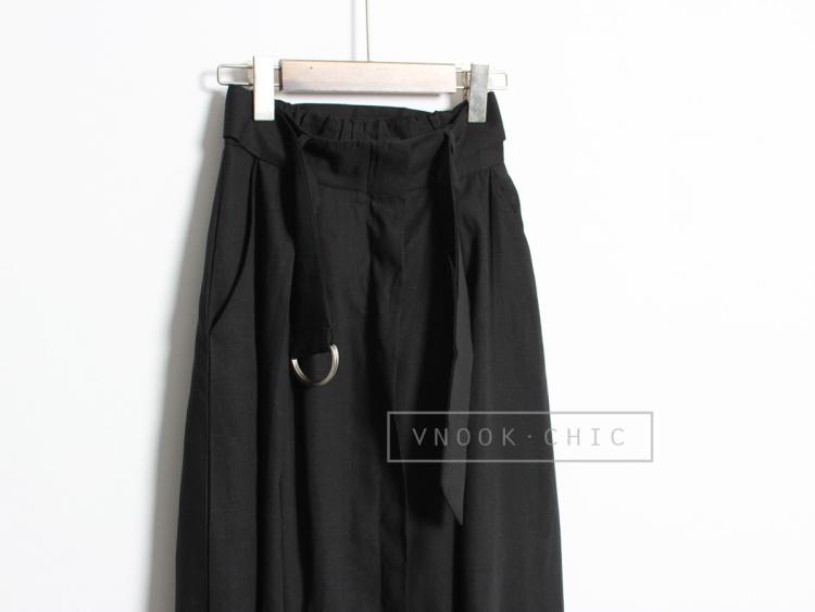 黑色裙子搭配腰带的图片