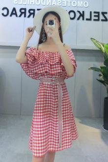 红格子连衣裙夏