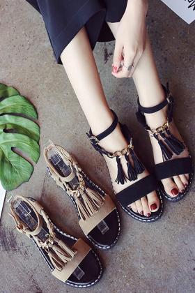 罗马凉鞋女潮学生搭配图片 罗马凉鞋女潮学生怎么搭配 罗马凉鞋女潮学生如何搭配 爱蘑菇街