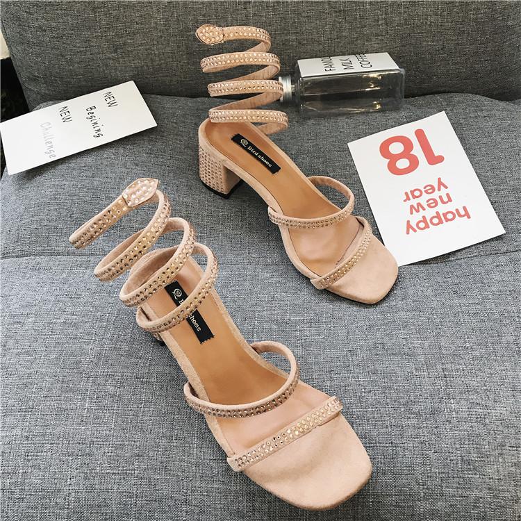 夏新款网红同款个性露趾女鞋欧美时尚水钻蛇形缠绕粗跟凉鞋韩版中跟露