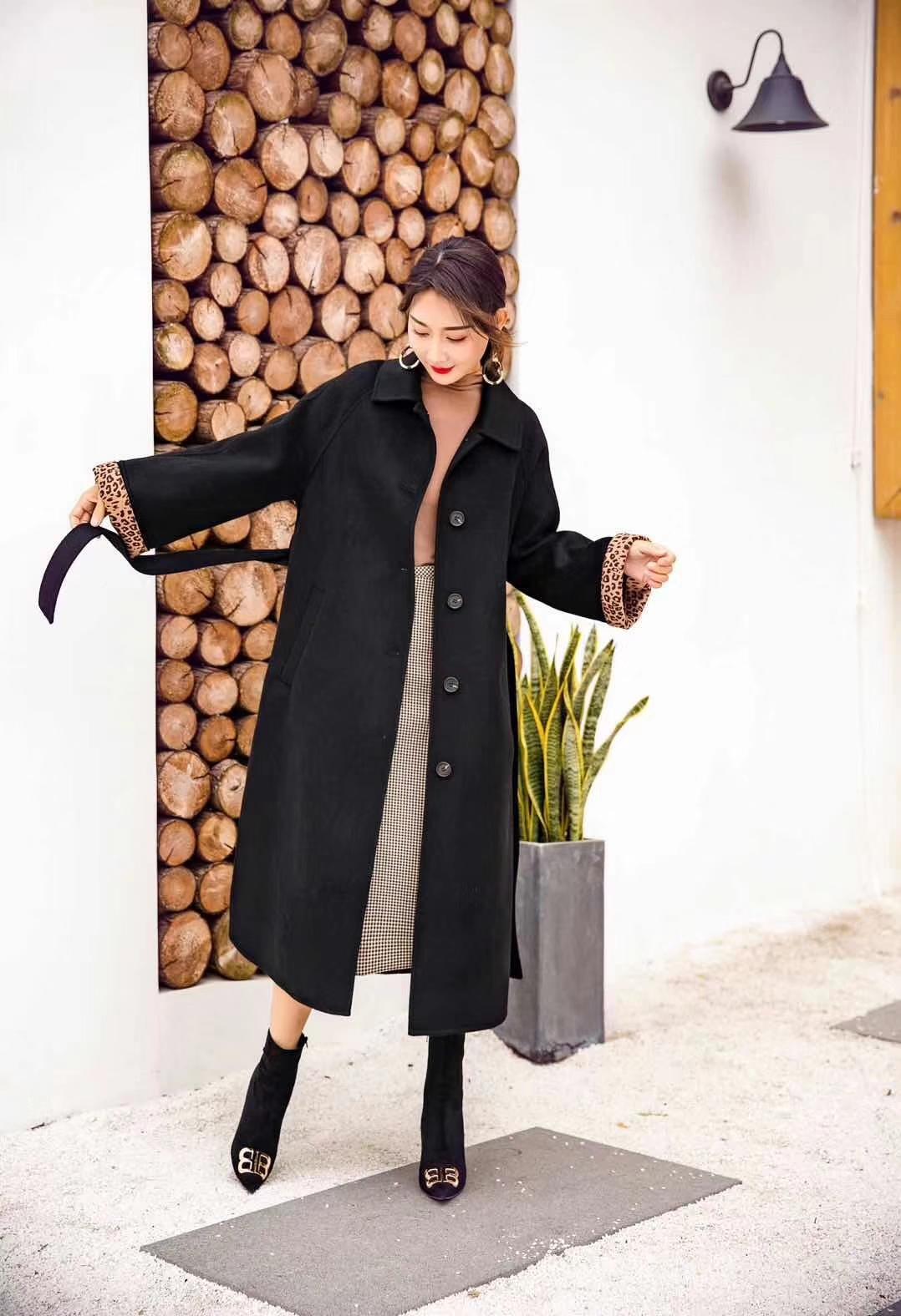 黑色大衣简单又不缺乏魅力 豹纹袖口,简直不要太美丽,让我不得不爱。