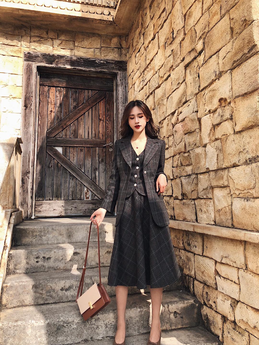 很喜欢tie for her的这套三件套西装 正式又不古板 细看还是格子风格 #晒单我的双十一#