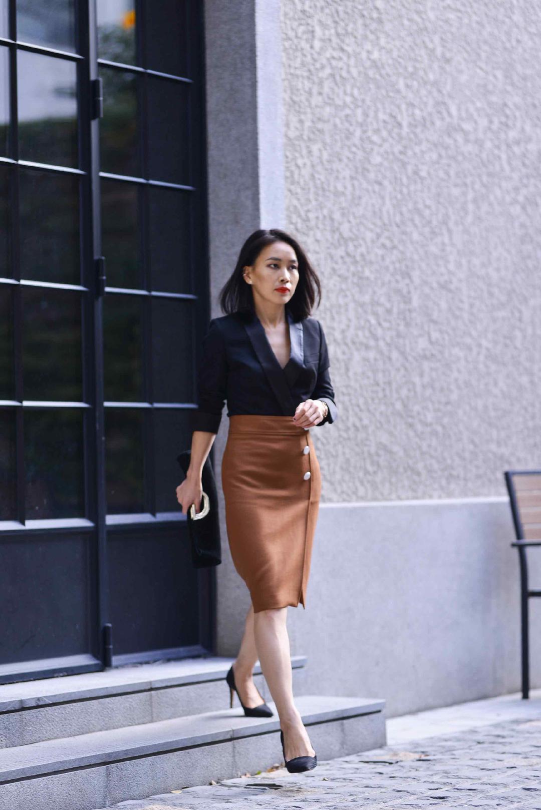 #优雅小西装,毒液女主既视感#    这套衣服的搭配灵感来自于 去年massimo dutti 的宣传片 西装当上衣穿 鉴于西装的材质硬挺,所以更帅气  如果冷的湖 可以再搭配一件长款大衣 @LOOK君