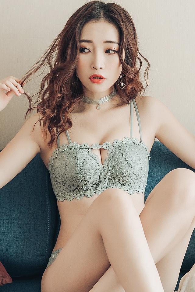 内衣小胸内裤套装女文胸聚拢无钢圈收副乳防下垂性感抹胸内衣少女胸罩