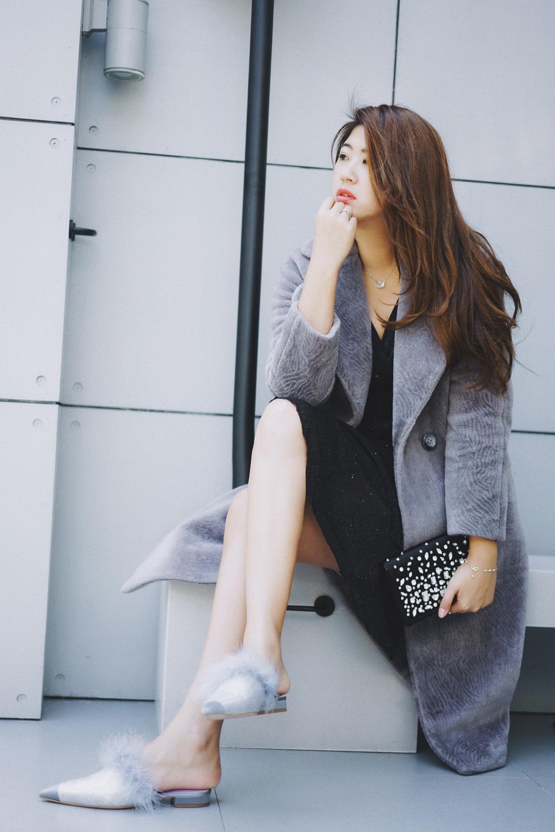 高个子穿搭分享|灰姑娘的水晶鞋 新入的一双平底鞋  bulingbuling的设计让我爱不释 在阳光下 会照耀出五色十光 毛毛边的设计 在风吹的带动下 更增加了灵动感 着实是一双令人心动的鞋子  #温柔小姐姐满分穿搭#