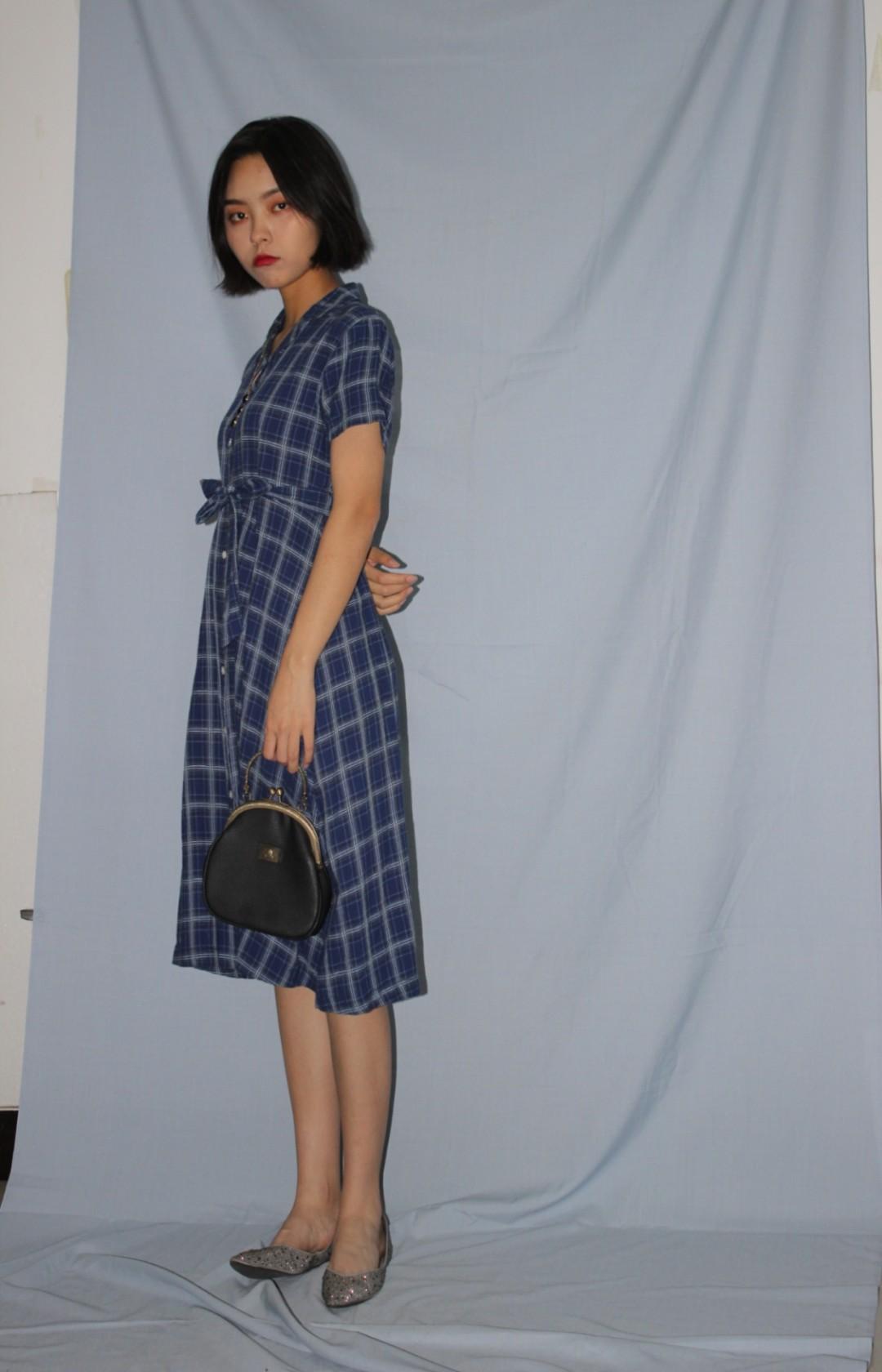 #小个子女生,这款裙子更适合你# 显瘦的裙子就是要长一点才行要能显腰线才行 搭配镶钻平底鞋非常日常舒适哦~ 复古包包也是很搭的呢