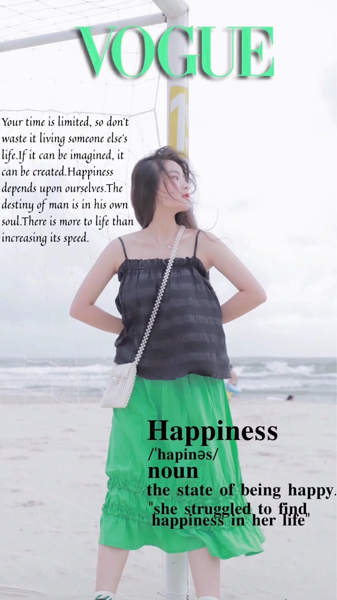 黑色吊带小背心搭配海草绿半身裙 斜挎珍珠包包 整套复古时髦#日常时髦经:舒服最重要!#