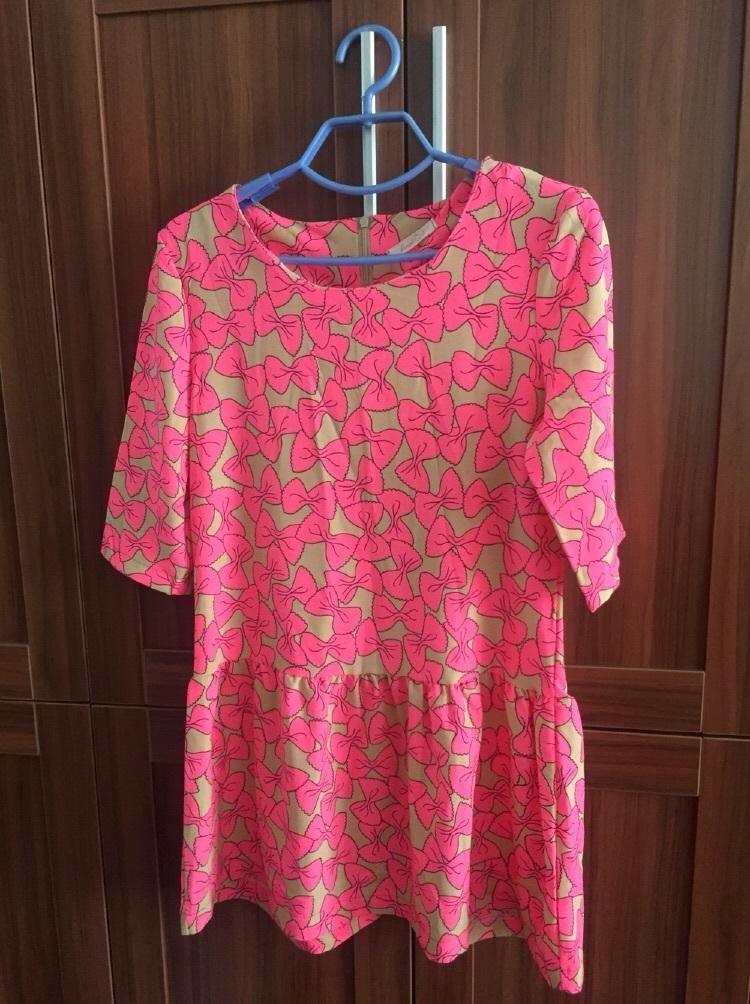 荧光粉色蝴蝶结花纹连衣裙,均码
