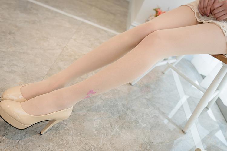 可爱小美女穿丝袜