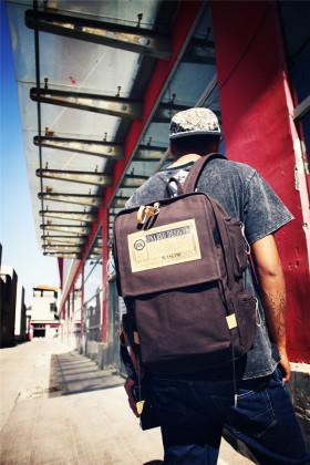 大背包双肩包男旅行搭配