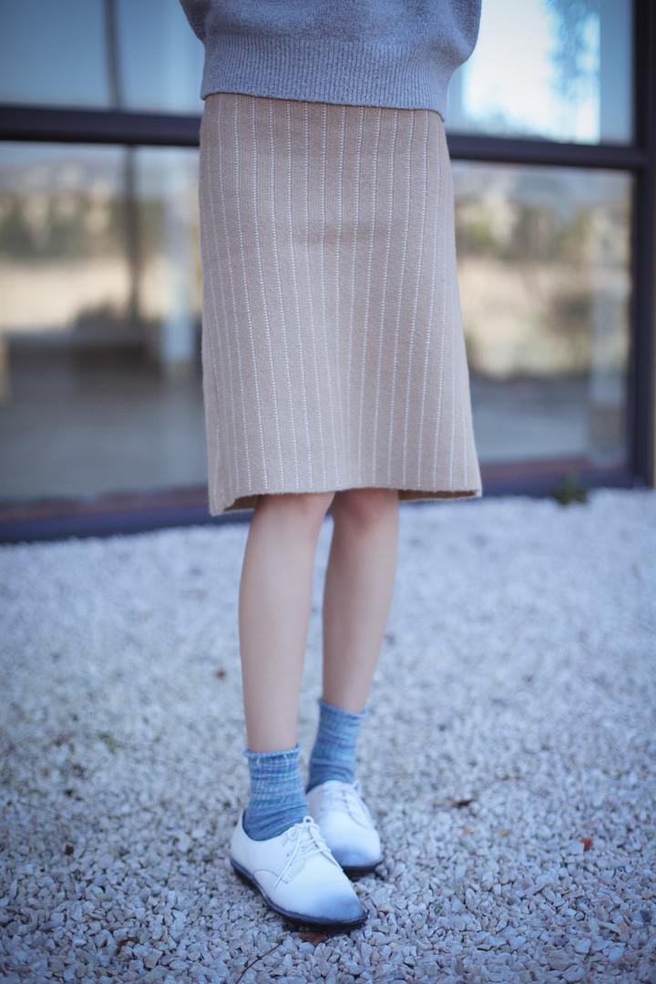 驼色半身裙搭配图片_驼色半身裙如何搭配