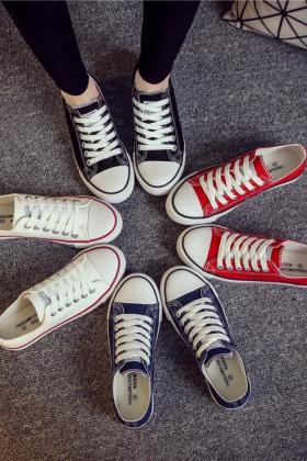 匡威帆布鞋女低帮学生搭配图片 匡威帆布鞋女低帮学生怎么搭配 匡威帆布鞋女低帮学生如何搭配 爱蘑菇街图片