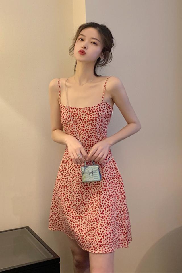 夏季女装新款仙女小清新吊带连衣裙收腰显瘦气质连衣裙女潮流百搭