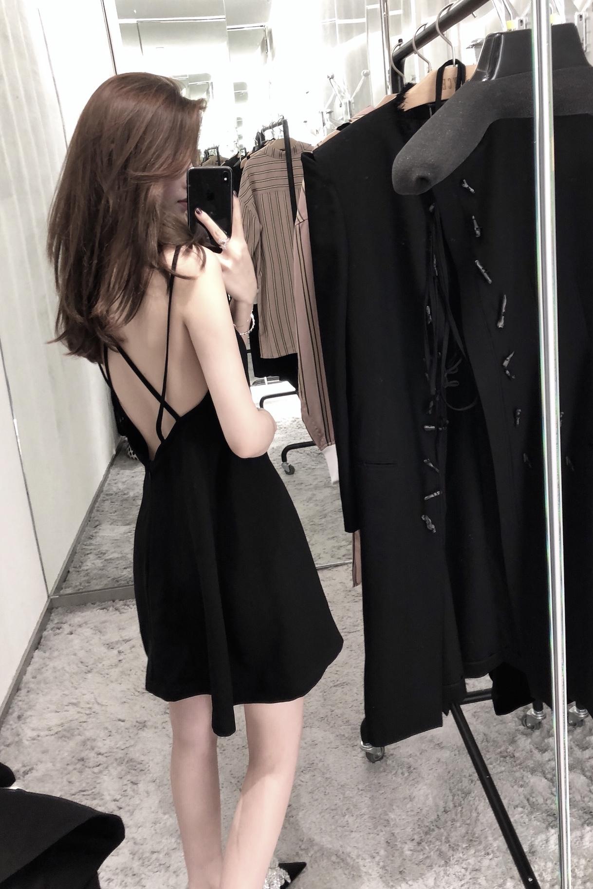 黑色性感露背交叉肩带吊带小黑裙显瘦连衣裙夏季小个子短裙小心机