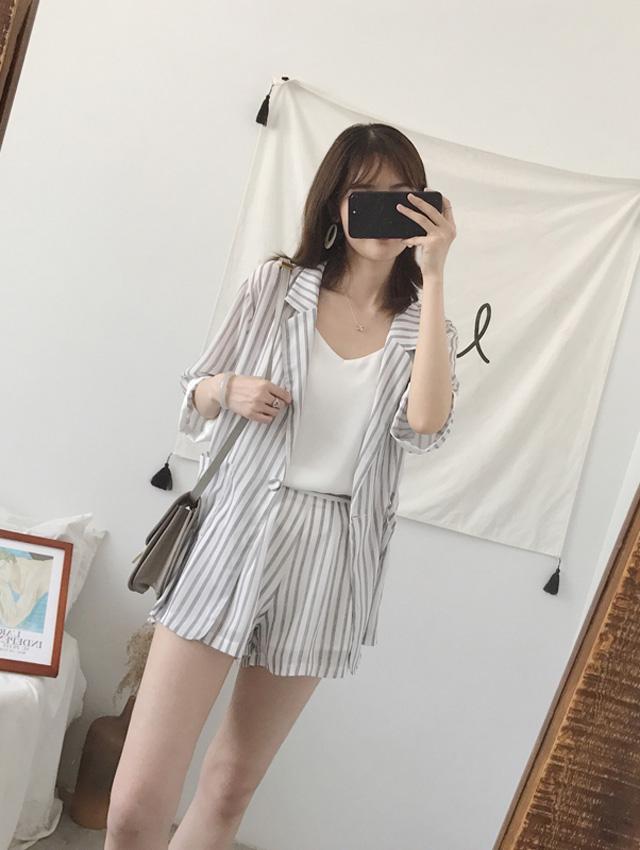 White Stripes (coat + shorts + sling)