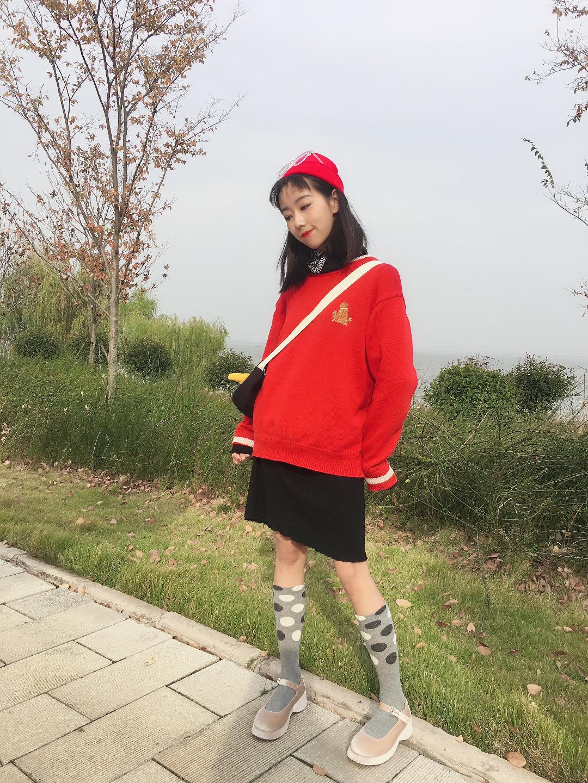 Vol.158 红色毛衣就要搭配红色帽子啦~香槟色玛丽珍再次出镜 还是搭配可爱的风格要来的合适一些啦~#别问了,不冷#