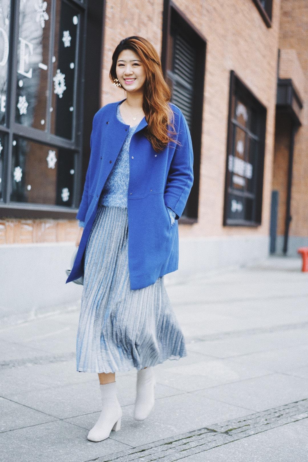 高个子穿搭| 今天是蓝色的💙 宝蓝色大衣穿了N次 却一次都没有留下照片 一件可以穿很多年都舍不得舍弃的大衣 今天特地搭配了一样主色系毛衣&buling半裙 渐变的刚刚好 给这个冬天加点色儿  #我的显白穿搭大公开#