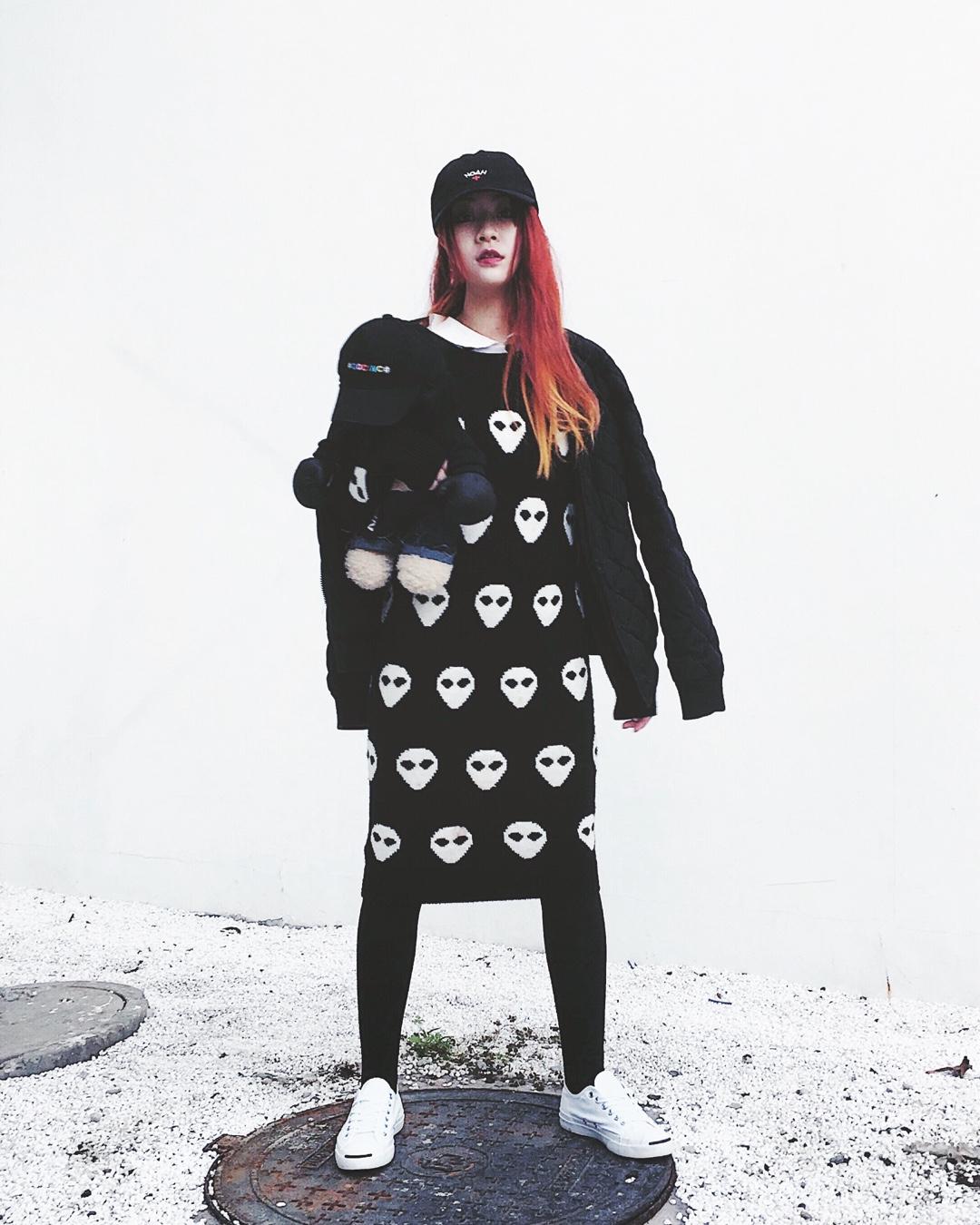 #就它,让我发出李佳琦式OMG!!# 耶 最近陰天忽然冷空氣 防不勝防的 覺得帽子 加一件式棉衣最好搭配🖤 怕冷姐姐可以外帶酷熊暖寶寶喔!