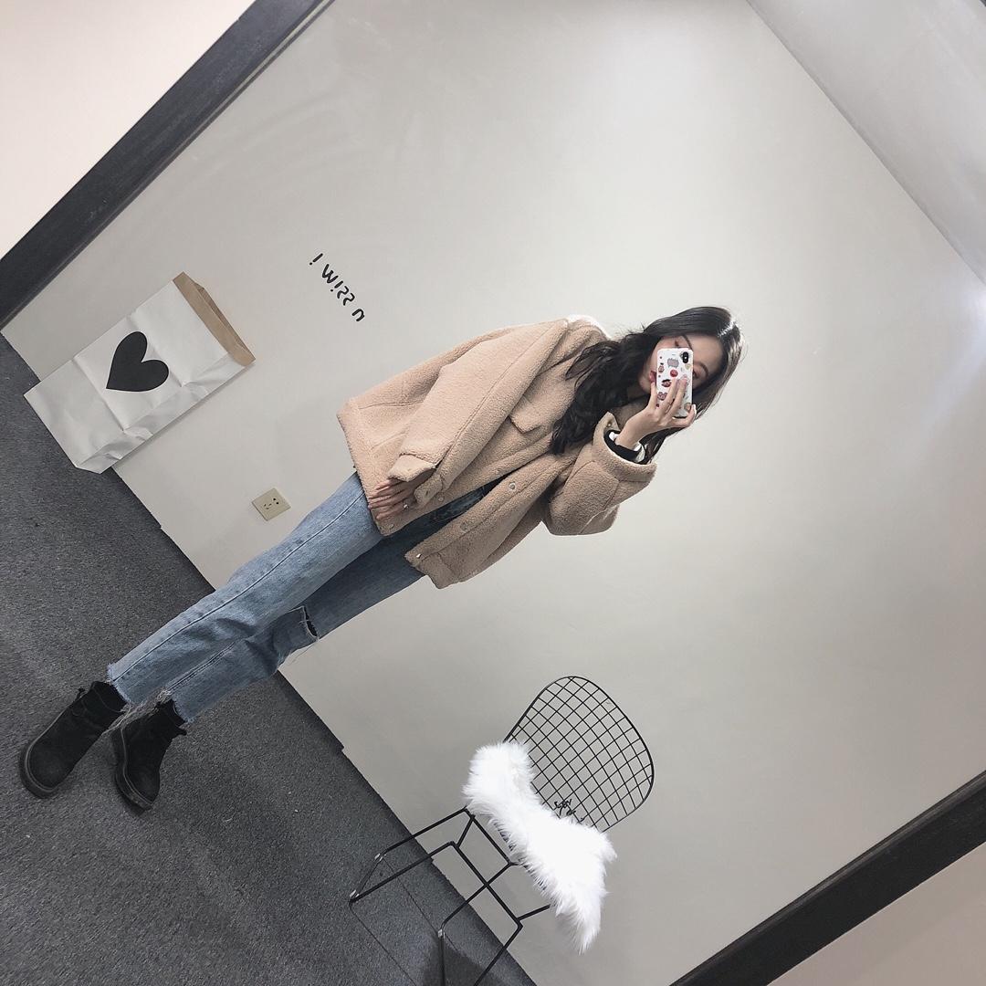 今年大火的羊羔绒韩版外套一定要入一件  韩范十足 直女们都会搭配的外套 简单可爱 无论男女今年最火的一定就是它啦#元气满分装,缓解假期综合症#