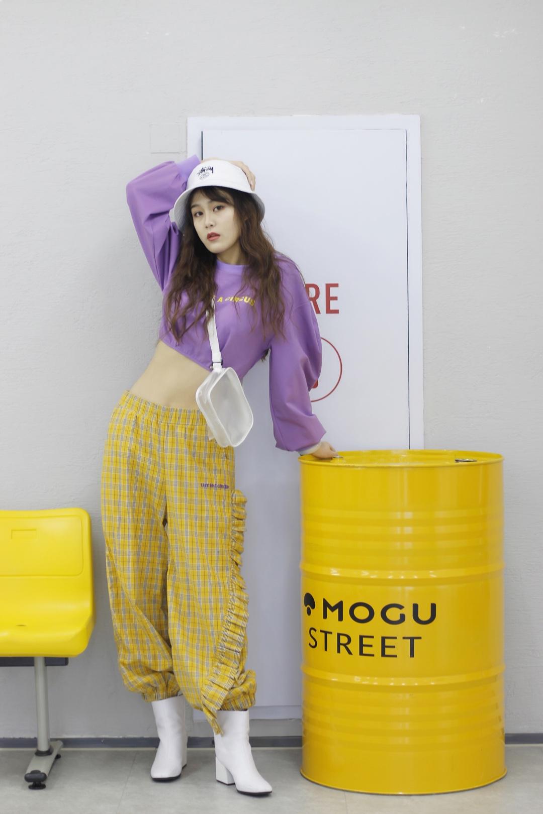 #红到发紫的YOUPPIE3.2上新# 这一套!非常的俏皮显身材 穿了你就是整个校园里最靓的风景线,非常好看!