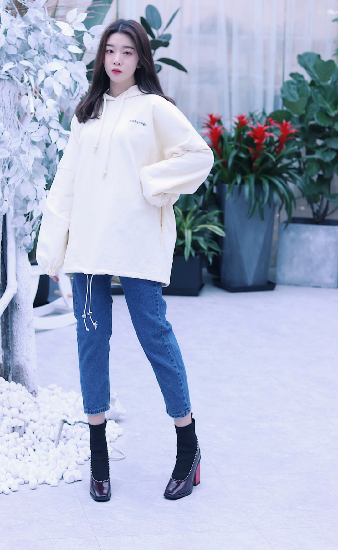 #这些3月必火套装你还没入手?# 超级奶的卫衣!!穿上就是布满白白奶油的牛奶糖女孩,超级舒服的材质和宽松版型,简直就是我爱的卫衣排名前五!