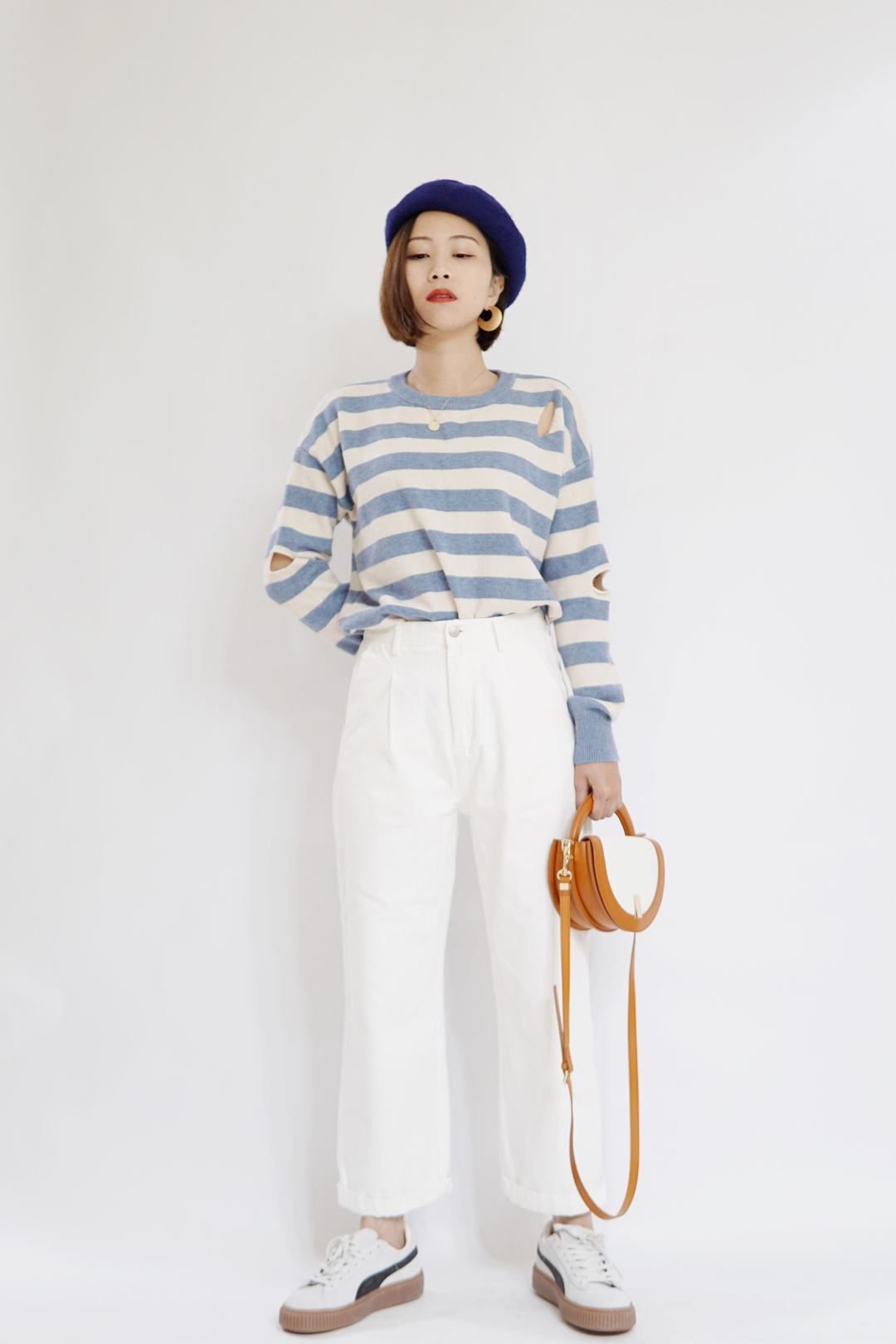 #春日少女穿搭示范# 蓝白的这身,就像睛朗的天空一样美,像是要奔跑的少女。有时候撞点色非常棒!这就搭配了白棕色手提包,颜色相融合又相碰撞。