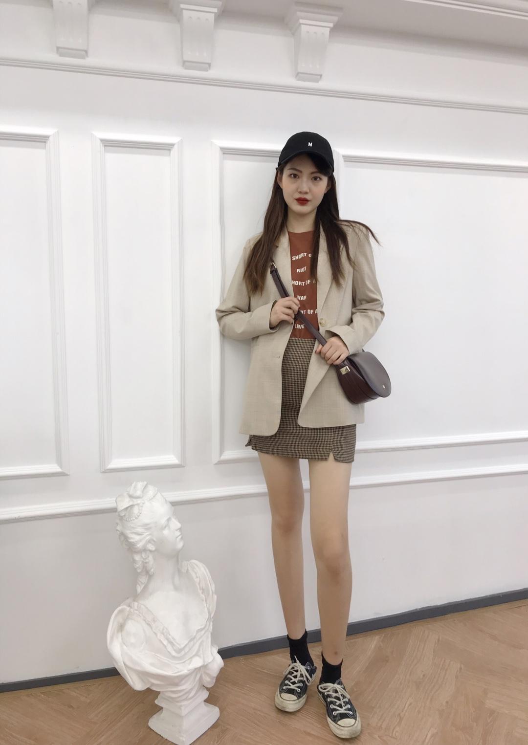 春日穿搭🌸🌼 🌸🌸🌸🌸🌸🌸 西装格子外套:UR 399RMB 半身格子裙:时尚の屋 深色短袖打底:zeal Seoul 黑色帆布鞋:匡威1970S #今春流行色指南#