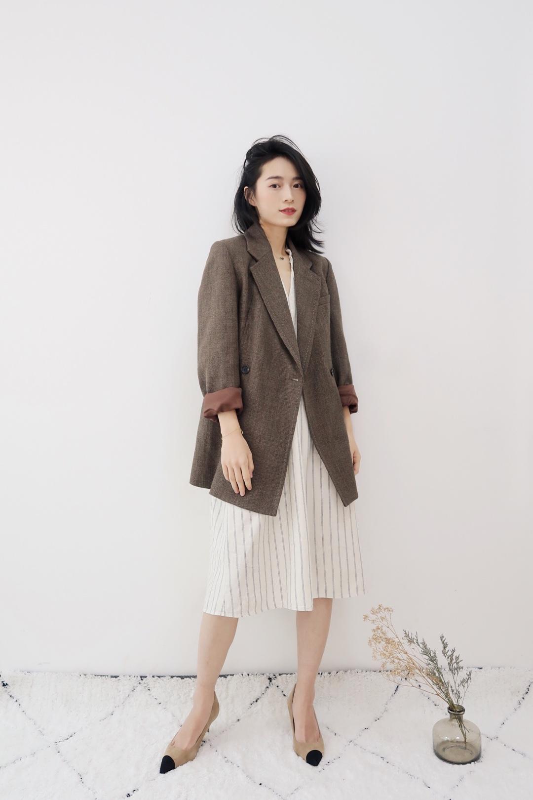米驼色系打造春季优雅随性, 西装的刚&棉麻裙的柔互补平衡。#one-piece让我可以安心偷懒~#