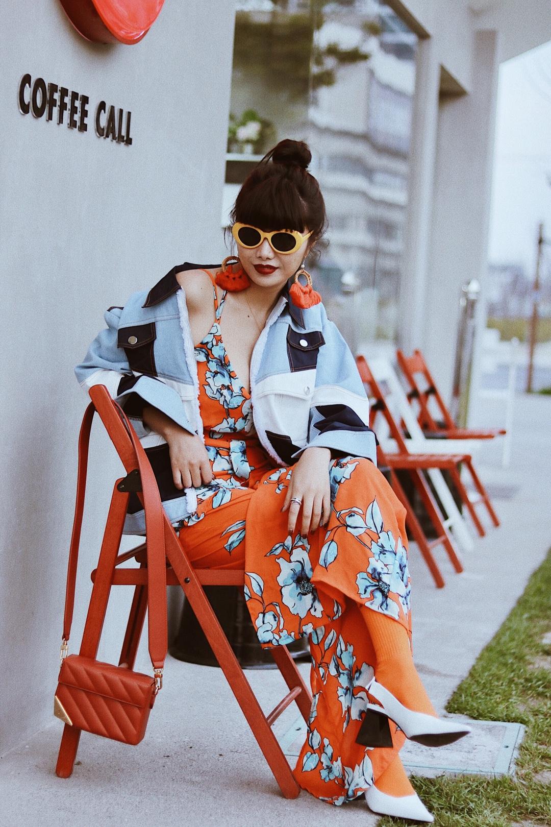 #能闻到春天气息的色彩穿搭#Fake姐穿搭日志 春日的惬意旅行, 总是充满着阳光与海滩, 迎着风踏着浪。 不是在度假, 就是在去度假的路上, 快来开启完美假日模式吧! 给疲惫的心情放个假, 带上你最时髦的装备, 去赴一场无与伦比的美妙假期吧!
