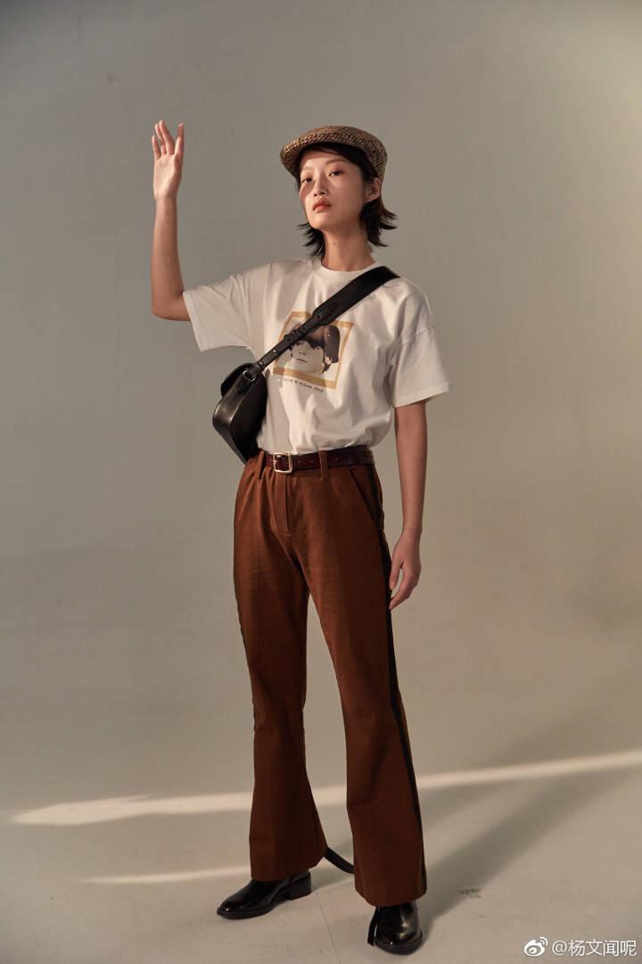 #MOGU STUDIO# 上下装和包:yellowqueen(tb搜) 应该是去年的衣服啦~但是搭配特别经典 这样穿更容易显腿长