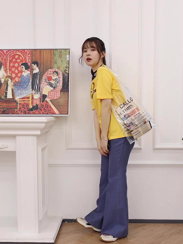 【春日阳光☀️搭配】 上衣:珍妮宇航局 裤子:venven.net 春日怎么能少的了嫩黄色呢!这个颜色真的很显白哦!这个颜色的T恤,搭配休闲裤有一种俏皮可爱的感觉,很适合春夏天哦! #UNLOCK!解锁新潮流的色彩密码#