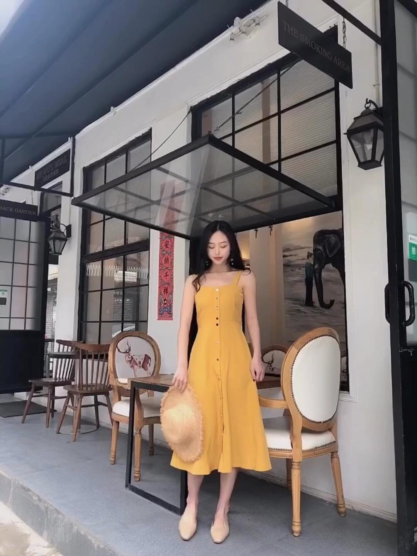 #初春给点颜色你就美炸天#  💛💛💛 huang 黄色真的是很美的颜色啦 特别好看的一个版型 纽扣的设计 特别方便穿脱! 懒妹子的福利 很正的黄色 放心啦 快pink起来吧!