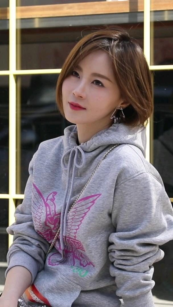 明星穿搭分享!打动本菇的少女心了!#首尔#我的一身穿搭多少钱#你想看哪位明星的穿搭分享呀?@Theresa傅颖