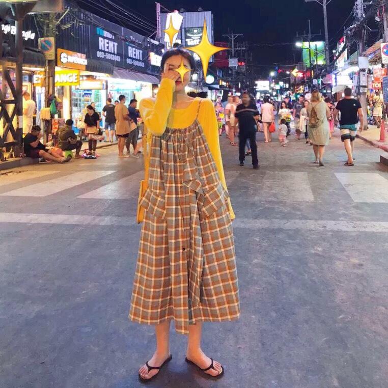 吊带格子裙❤️ 黄色打底➕吊带格子裙颜色对比舒适 出门逛街必备~#MOGU STUDIO#
