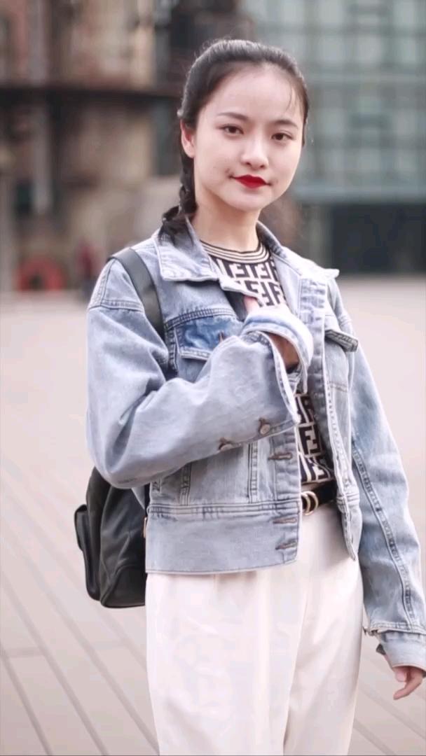 """该怎样才能拥有小姐姐如此自信的笑容呢?#北京#小姐姐一句""""对戒"""",我酸了,你呢?"""
