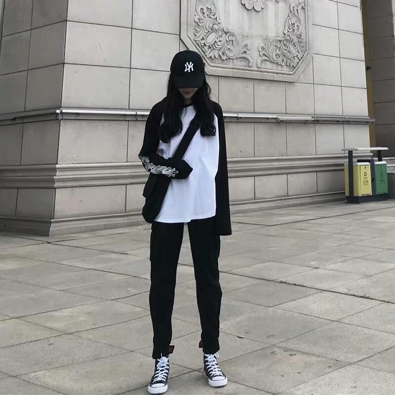 工装风格 黑白拼接的适合所有肤色,穿都特别有气质 加上帅气的工装裤 一套酷到没朋友❤️ #我穿这套进入最美人间四月天!#