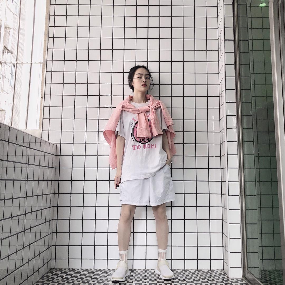 白色和粉色的粉嫩系减龄穿搭~#一秒入夏,第一波夏装安排上!#