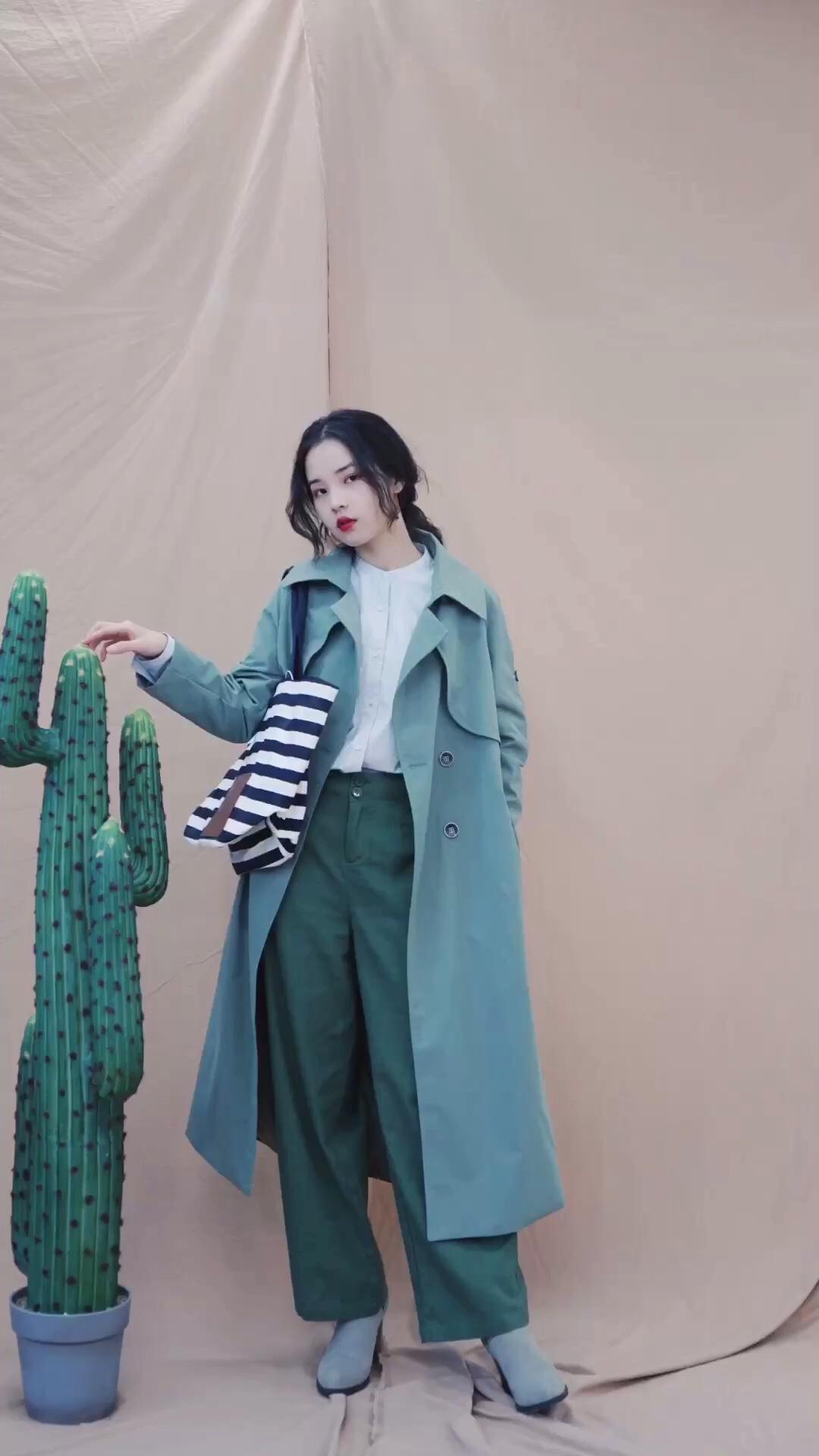 一周穿搭之——今天我绿油油 爱情里的绿不是好绿但日常的绿是美丽的绿~ 这一套和出游的你十分搭哦! jw和优衣库联名的包可以说是十分百搭了 什么休闲风的衣服配都不会有违和感~ 夏天到了 一定要买一条棉麻的裤几哦 #MOGU STUDIO#