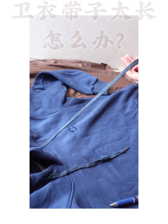 """#收藏春装范本,出门立省10分钟#  4⃣️🈷️干货分享: 卫衣带子太长怎么办?  本期视频介绍了""""如何将卫衣带子变短""""的方法,只需要一根笔就能搞定哦,快点学起来吧~"""